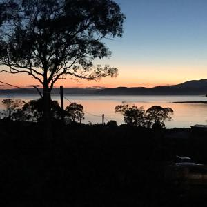 Hotelbilder: Seaview Retreat ~ A 1 minute walk to the beach, Dodges Ferry