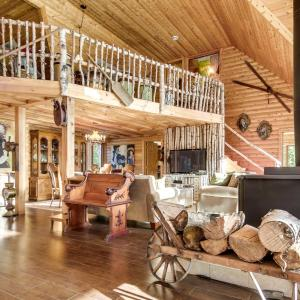 Hotel Pictures: Rustic-Luxury Cabin on Private Lake, Saint-Alexis-des-Monts