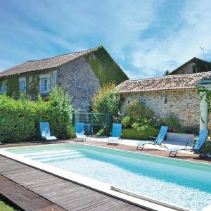 Hotel Pictures: Three-Bedroom Holiday Home in Marthon, Marthon