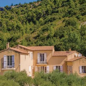 Hotel Pictures: Five-Bedroom Holiday Home in Merindol, Mérindol