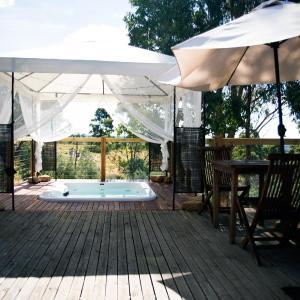 Fotos do Hotel: Avalon Private Spa Villa with Beautiful Tree Views, Hepburn Springs