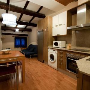 Hotel Pictures: Apartaments El Jaç, Montblanc