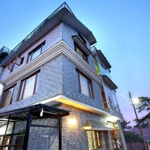 Hotellbilder: OYO Home 10736 2BHK Nandan Mansion Keleston, Shimla