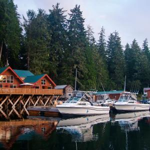Hotel Pictures: Walters Cove Resort, Kyuquot