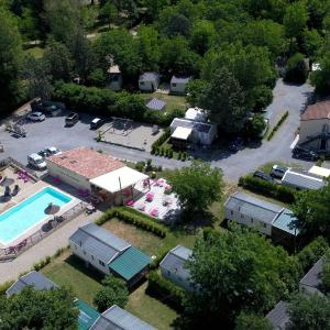 Hotel Pictures: Camping Le Coin Charmant, Chauzon