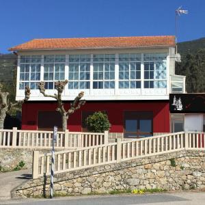 Hotel Pictures: Alojamiento Camino Portugues Oia, Villadesuso