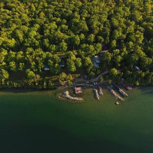 Hotel Pictures: Macs Camp, Providence Bay