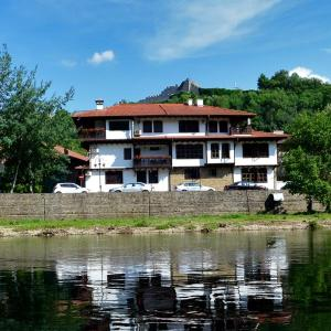 Фотографии отеля: Family Hotel Varosha 2003, Lovech