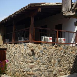 Hotel Pictures: Patriko Traditional House, Kakopetria