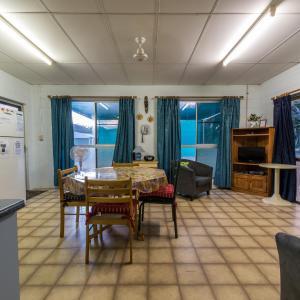 Hotel Pictures: Birdsong House - Dingo Beach, Hideaway Bay