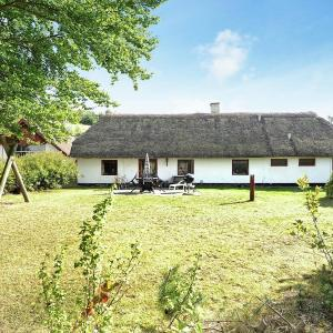 Hotel Pictures: Four-Bedroom Holiday home in Bryrup, Bryrup