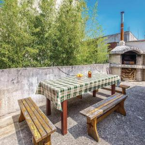 Hotellbilder: Six-Bedroom Holiday Home in Selce, Selce