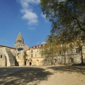 Hotel Pictures: Les Chambres de l'Abbaye, Saintes