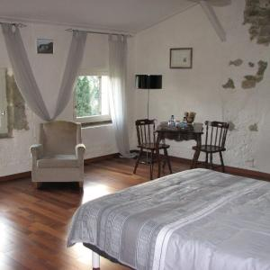 Hotel Pictures: Chambres d'Hôtes Domaine Saint-Joly, Lasbordes