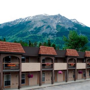 Hotel Pictures: Maligne Lodge, Jasper