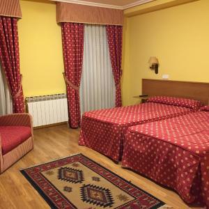 Hotel Pictures: Hotel Benlloch, Salas de los Infantes