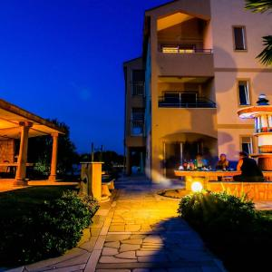 Hotellikuvia: Apartment in Goleš Makarska, Sukošan