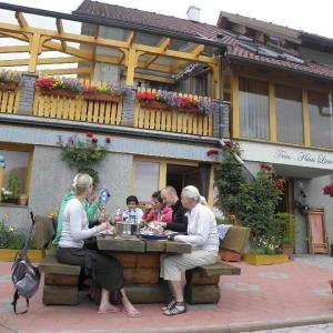 Foto Hotel: Top-Ferienwohnungen-Haus-Livia, Sankt Urban