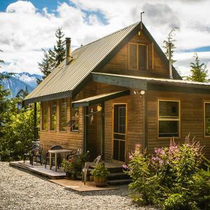 Hotel Pictures: John's Perch Mountain Cabin, Hagensborg