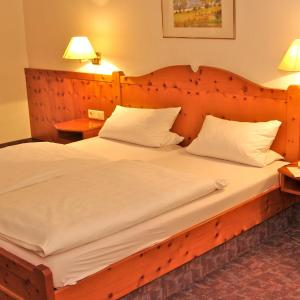 Hotel Pictures: Gasthof zum Kauzen, Ochsenfurt