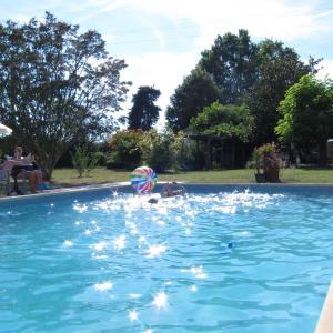 Hotel Pictures: The Retreat @ Le Grand Bois, Miramont-de-Guyenne