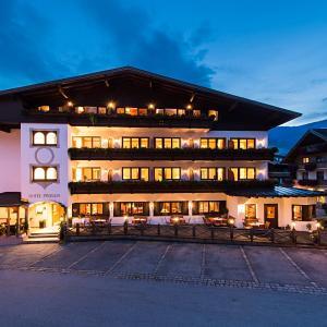 Hotel Pictures: Hotel Zum Pinzger, Stumm