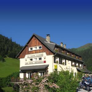 Hotel Pictures: Le Sapin Fleuri, Bourg d'Oueil