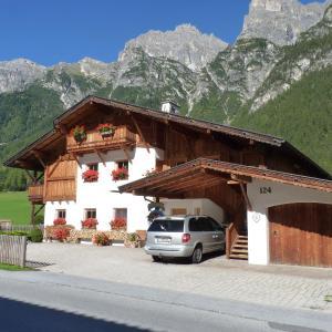 Hotelbilleder: Conny's Ferienwohnungen, Gschnitz