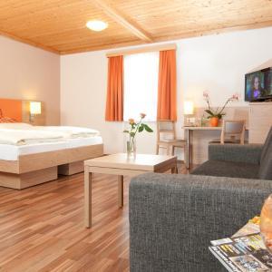 Foto Hotel: Hotel Kuchler-Wirt, Treffen