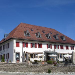 Hotel Pictures: Hotel Restaurant Vue-des-Alpes, La Vue des Alpes