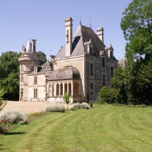 Hotel Pictures: Château de la Court d'Aron, Saint-Cyr-en-Talmondais