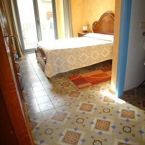 Hotel Pictures: Hostal Adarnius, La Bisbal