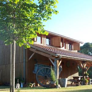 Hotel Pictures: La Roulotte de la Vallée du Lot, Le Temple-sur-Lot