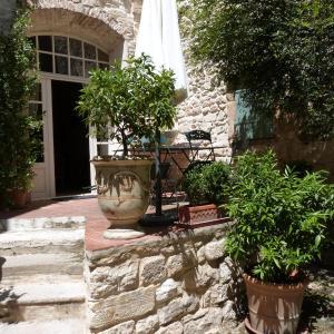 Hotel Pictures: Maison D'Hôtes Les Remparts, Brignon
