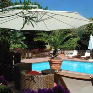 Hotel Pictures: Les Clos de Chaponost, Chaponost