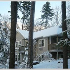 Hotel Pictures: The Lake Of Bays Lodge, Dwight