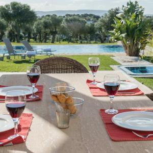 Hotel Pictures: Resort Villas Andalucia, Benalup Casas Viejas