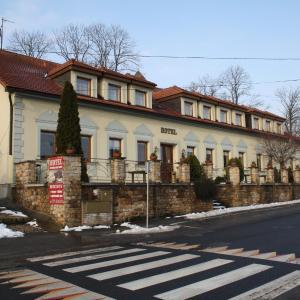 Hotel Pictures: Hotel Bouček, Mochov