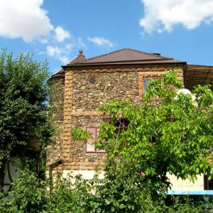 Фотографии отеля:  Three Jugs B&B, Ереван