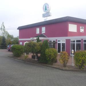 Hotel Pictures: Hotel-Restaurant Zur Fichtenbreite, Coswig