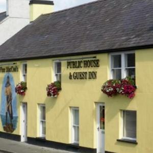 Hotel Pictures: Finn MacCools Public House & Guest Inn, Bushmills