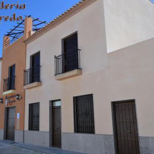 Hotel Pictures: Hospederia Laredo, La Carlota