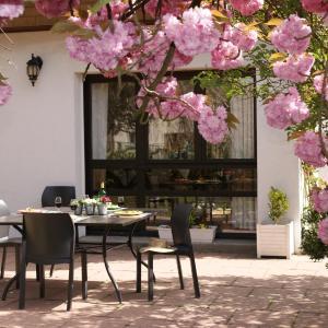 Hotel Pictures: Les Chambres de La Maxe, La Maxe