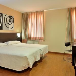 Hotel Pictures: Hotel El Paso Honroso, Hospital de Órbigo