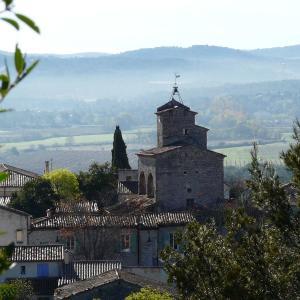 Hotel Pictures: Les Remparts de Cuculles, Saint-Jean-de-Cuculles