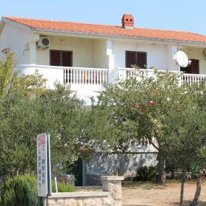 Hotel Pictures: Apartments Paula, Starigrad-Paklenica