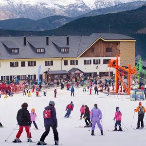 Hotel Pictures: Hotel Serhs Ski Port del Comte, La Coma i la Pedra