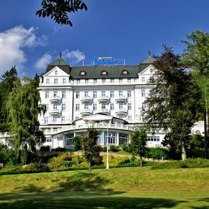 Hotel Pictures: Esplanade Spa and Golf Resort, Mariánské Lázně