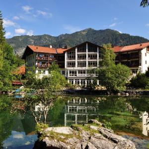 Hotel Pictures: Hotel am Badersee, Grainau