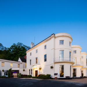 Hotel Pictures: Mercure Gloucester Bowden Hall Hotel, Gloucester